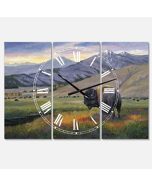 "Designart One Ton Warrior Large Traditional 3 Panels Wall Clock - 23"" x 23"" x 1"""
