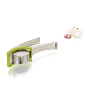 This heavy-duty garlic press with highly efficient pressing mechanism, works on both unpeeled and peeled garlic cloves. Plated pins push excess garlic through, which creates less waste and makes it easier to clean the press.