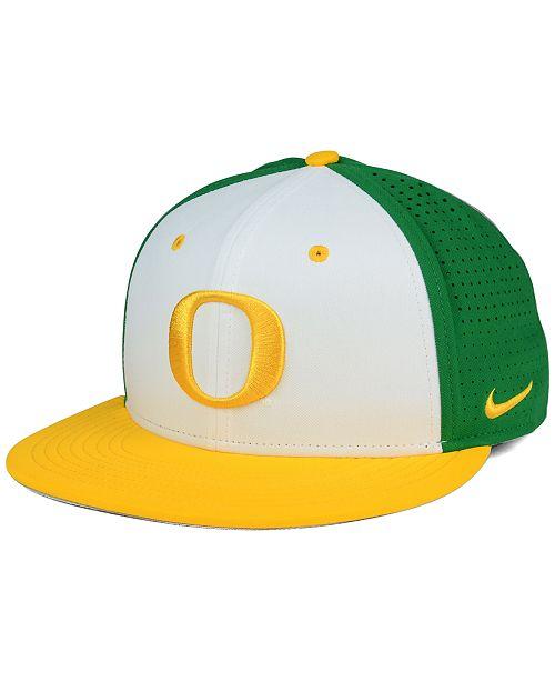 Nike Oregon Ducks True Vapor Fitted Cap