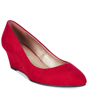 1940s Style Shoes Bandolino Franci Wedge Pumps $48.30 AT vintagedancer.com