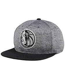Mitchell & Ness Dallas Mavericks Space Knit Snapback Cap