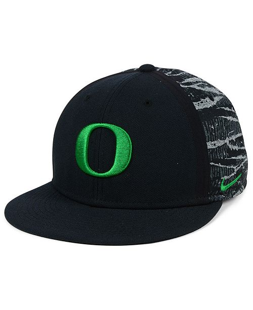 92d06b3b186 Nike Oregon Ducks DNA True Snapback Cap - Sports Fan Shop By Lids ...