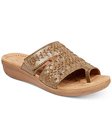 Bare Traps Jeaney Wedge Sandals