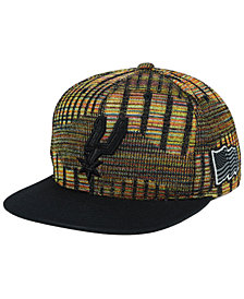 Mitchell & Ness San Antonio Spurs Black Flag Snapback Cap