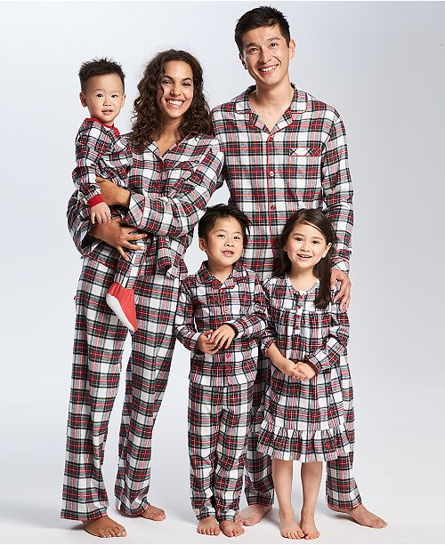 Plaid family pajamas.Holiday decor inspiration with plaid, checks, and tartans! Come be inspired by this classic pattern for Christmas decorating. #plaid #christmasdecor #holidayinspiration #checks #decorating #inspiration
