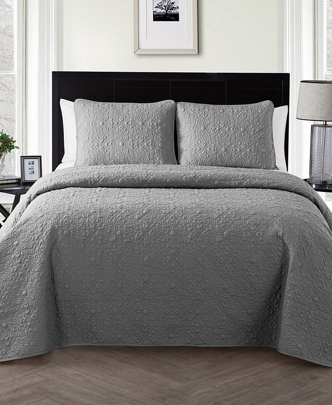 VCNY Home Caroline Embossed 3-Piece Full/Queen Quilt Set