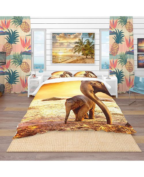 Design Art Designart 'Elephant Mother And Baby Outdoors' Tropical Duvet Cover Set - King