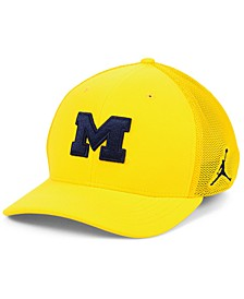 Michigan Wolverines Aerobill Swooshflex Stretch Fitted Cap