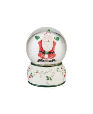 Winterberry Christmas Santa Snowglobe