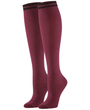 Hue Accessories WOMEN'S GRADUATED COMPRESSION KNEE SOCKS