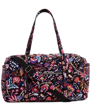 A pretty print will get you to any destination in beautifully chic style. Take Vera Bradley\'s Iconic travel duffel with you anywhere for lightweight, packable organization.