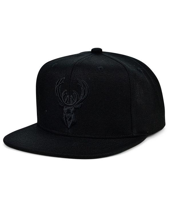 Mitchell & Ness Milwaukee Bucks Under The Black Snapback Cap