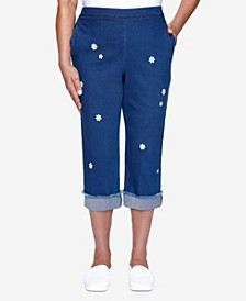 Plus Size Lazy Daisy Embroidered Daisy Capri Pant