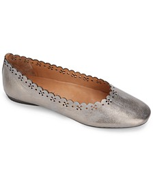 by Kenneth Cole Women's Eugene Travel Ballet Scallop Flats