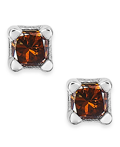 10k White Gold Red Diamond Stud Earrings (1/10 ct. t.w.)