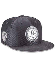 New Era Brooklyn Nets On-Court Graphite Collection 9FIFTY Snapback Cap