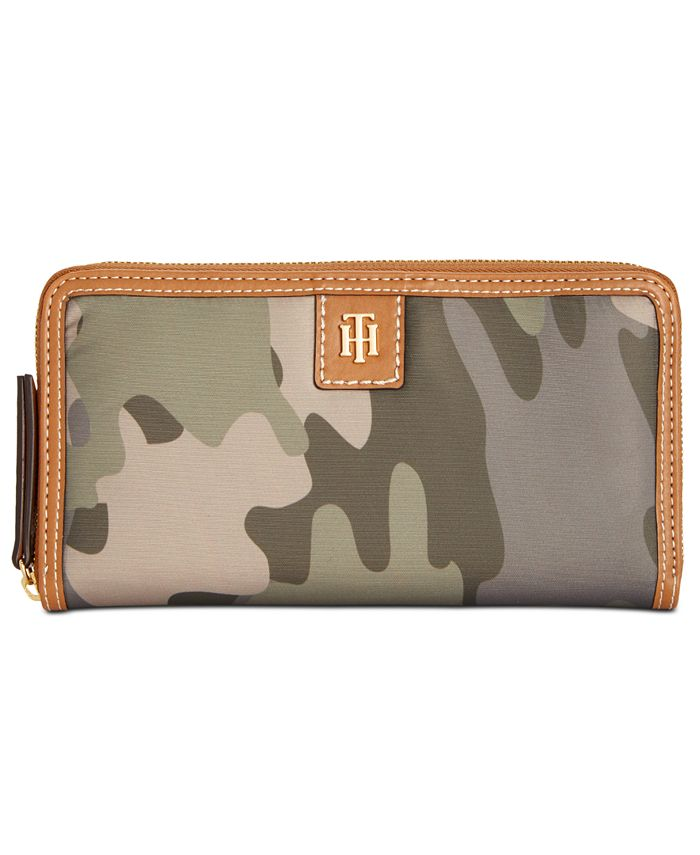 Tommy Hilfiger - Julia Solid Nylon Zip Wallet
