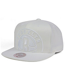 Mitchell & Ness Brooklyn Nets Cropped XL Logo Snapback Cap