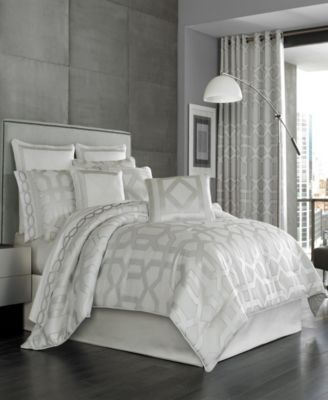 Five Queens Court Kennedy King Comforter Set