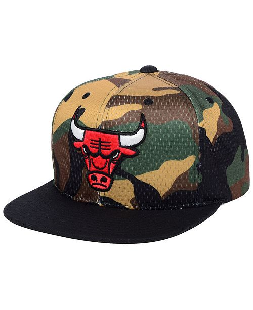 new product 9a658 4433a Mitchell   Ness Chicago Bulls Woodland Camo Hook Snapback Cap ...