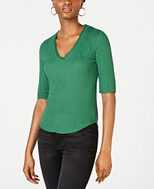 Juniors' V-Neck Ribbed Top