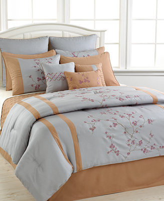 Closeout Trivoli 12 Piece Queen Comforter Set Bed In A