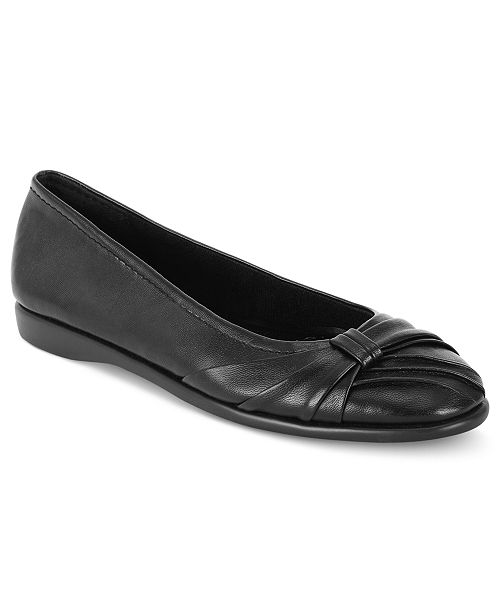 Easy Street Giddy Flats Women's Shoes