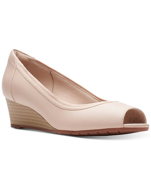Clarks Collection Women's Mallory Charm Pumps