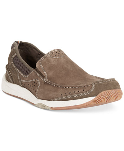 The Clarks Northam Step Loafer is an ideal pick for a day out with your best buddies. This slip-on features the Cushion Soft paddi ng and moisture-wicking OrthoLite footbed that offer ultimate support and comfort all through the day. Moreover, the polyurethane outsole ensures excellent grip and impact absorption with every step.