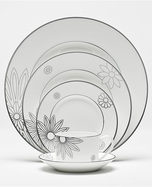 "Martha Stewart Collection with Wedgwood ""Modern Daisy"" Dinnerware Collection"
