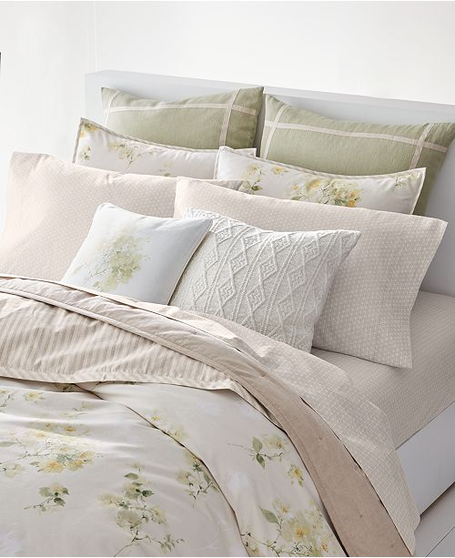 From Reversible Fl And Striped Pieces To Sching Details Cable Knit Ribbed Pillows This Lauren Ralph Lakeview Bedding Collection Makes