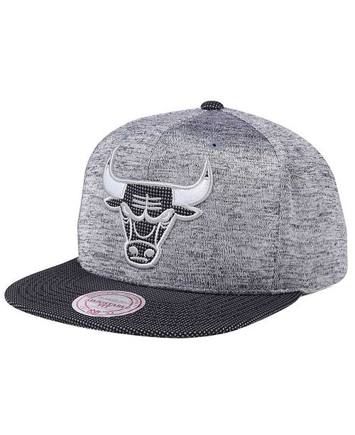 1e4ad7be325 ... Snapback Cap  Mitchell   Ness Chicago Bulls Space Knit Snapback ...