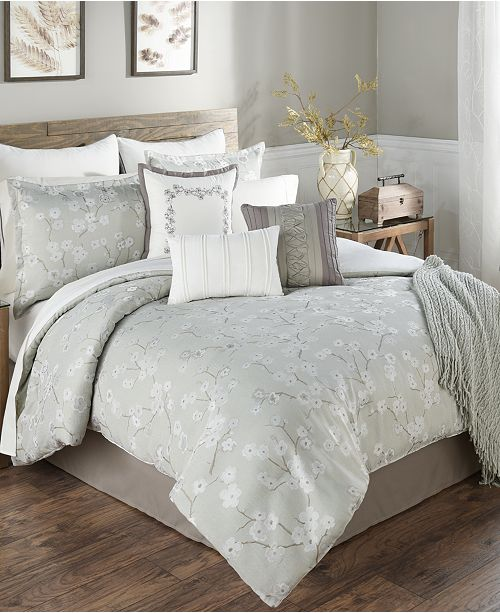Update Your Bedroom Decor With The Ayako Sage Comforter Set Featuring A Charming Fl Decorative Design And Relaxed Ground