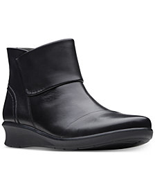 Clarks Collection Women's Hope Track Booties