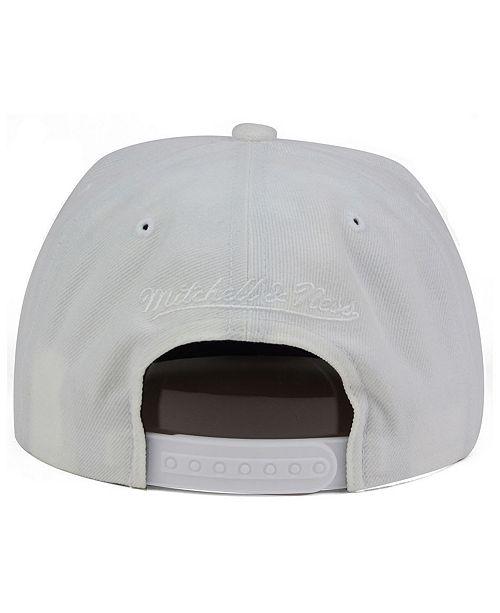 13737fe0d16 Mitchell   Ness Chicago Bulls Cropped XL Logo Snapback Cap - Sports ...