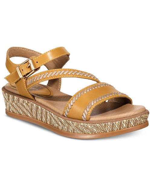 Lucca Lane Kassy Wedges