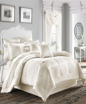 Mackay 4 Piece Comforter Set by Five Queens Court