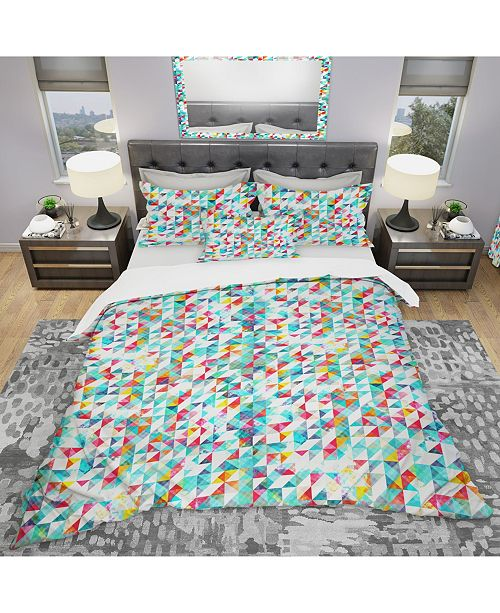 Design Art Designart 'Bright Triangle Pattern With Grunge Effect' Modern Duvet Cover Set - Queen
