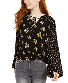 Hippie Rose Juniors' Ditsy Floral Peasant Top