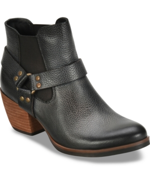A western-inspired moto boot perfect for your favorite jeans.