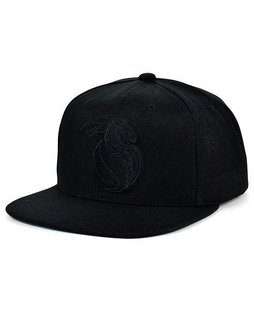 Mitchell & Ness Detroit Pistons Under The Black Snapback Cap