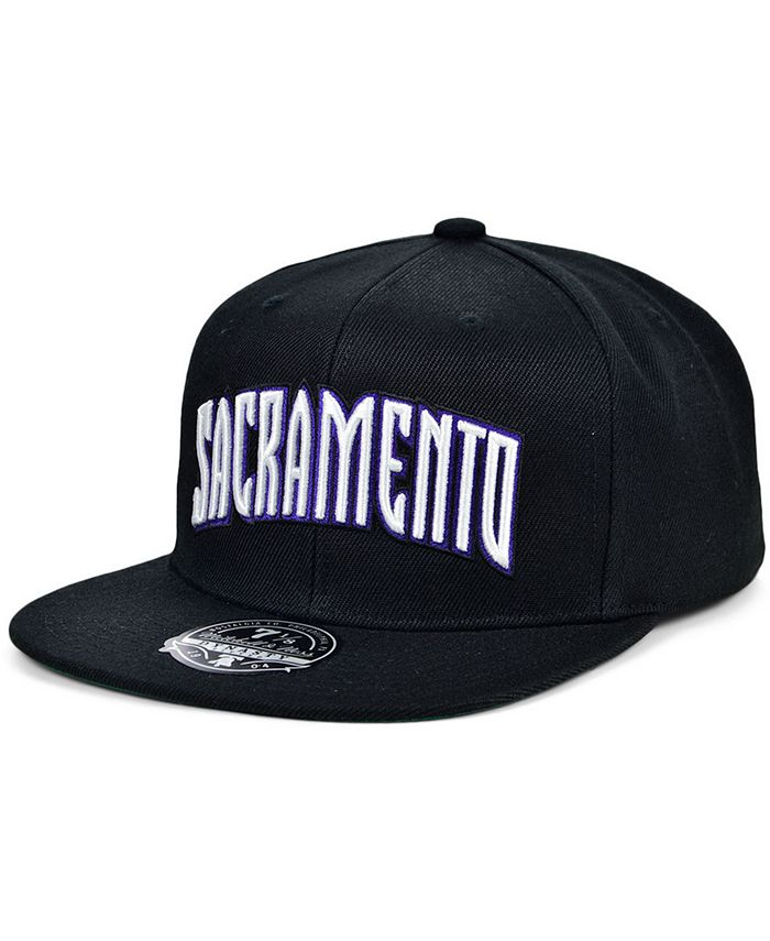 Mitchell & Ness - Sacramento Kings Team Ground Fitted Cap