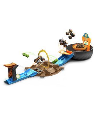 Hot Wheels Monster Trucks Stunt Tire Playset -