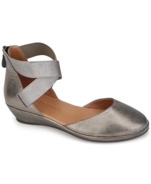 by Kenneth Cole Women's Noa Flats Women's Shoes