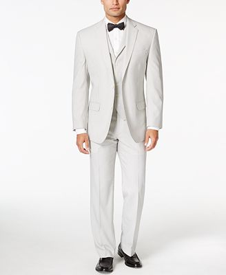 Menguin delivers amazing suit and tux wedding rentals right to your doorstep. Discover our customizable collection of designer tuxedos and suits.