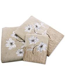 "Magnolia Floral 11"" x 18"" Fingertip Towel"