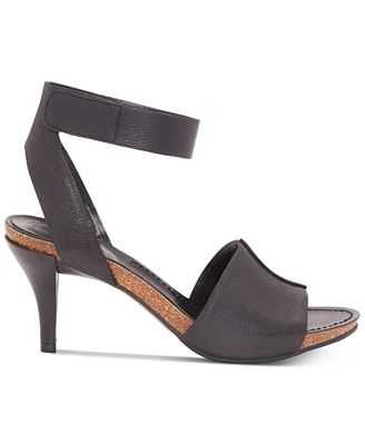 Vince Camuto Women's Odela Sandal