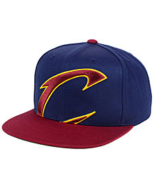 Mitchell & Ness Cleveland Cavaliers Cropped XL Logo Snapback Cap
