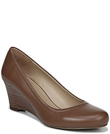 Naturalizer Hydie Pumps
