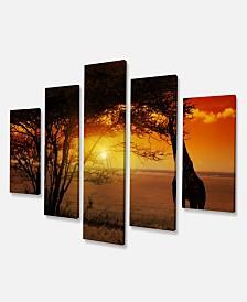 "Designart Typical African Sunset With Giraffe Oversized African Landscape Canvas Art - 60"" X 32"" - 5 Panels"